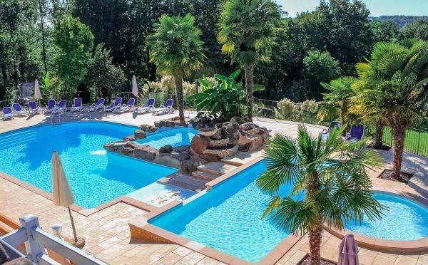 Gites perigord village de gites en dordogne avec piscine for Camping dordogne sarlat avec piscine